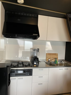 三口コンロと高級ミキサー - レンタルスペース「KARARO」 レンタルスタジオの設備の写真
