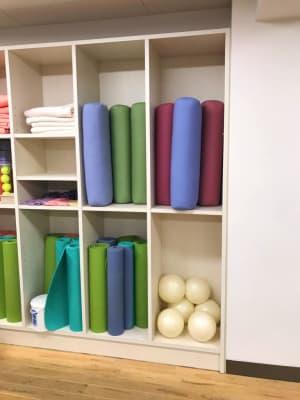 枕(長)、ボールなども貸出可能です - イイスタジオ レンタルスタジオ(3階)の設備の写真