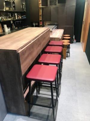合計12脚の椅子があります - イイキッチン レンタルキッチン(路面店舗)の設備の写真