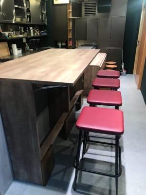 テーブルを開くと広くなります - イイキッチン レンタルキッチン(路面店舗)の設備の写真
