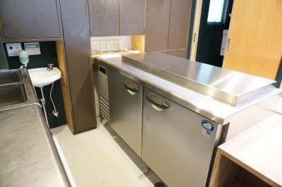 業務用冷凍冷蔵庫 - イイキッチン レンタルキッチン(路面店舗)の設備の写真