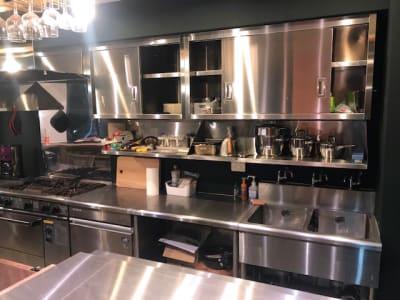 一通りのキッチン用品は揃っています - イイキッチン レンタルキッチン(路面店舗)の設備の写真