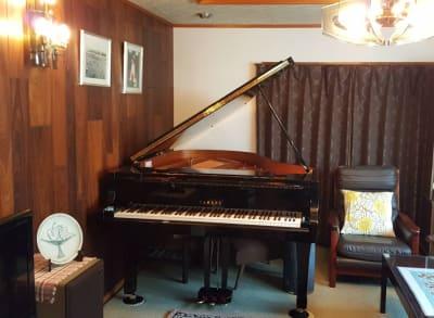YAMAHA C2L グランドピアノ(3本ペダル) - グランドピアノサロン 風の音 グランドピアノ利用(3名様以上)の設備の写真