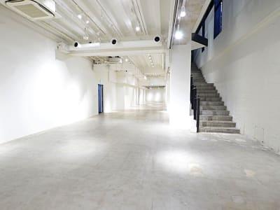 BPオーガニックスペース南船場 吹き抜け約7m開放感あるスタジオの室内の写真