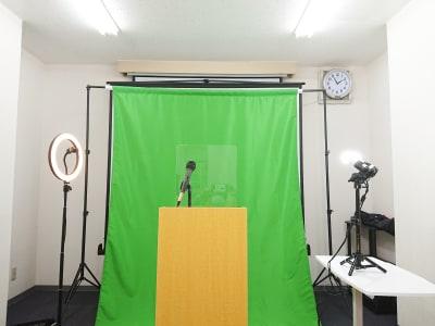 演台と照明器具2種類を用意し、動画設営スタジオとして利用できます。 - アーキヒルズ茅場町ベース 【茅場町・八丁堀】32名の会議室の室内の写真