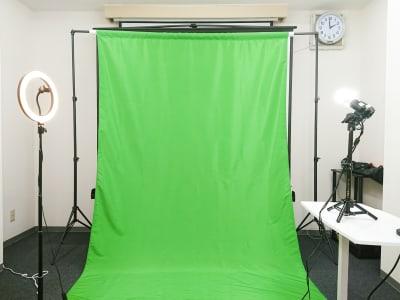 クロマキー合成できる背景布を用意しました。 幅1.8m高さ2.8m - アーキヒルズ茅場町ベース 【茅場町・八丁堀】32名の会議室の室内の写真