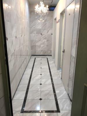 大理石の廊下 - 貸スペースゴールド ゴールドの室内の写真