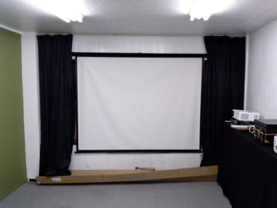 スクリーンもあります。 - 大京クラブ【レンタルスペース】 【多目的スペース】の設備の写真