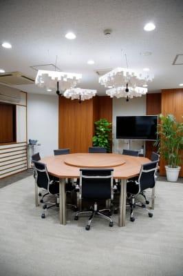 ❶防音設備で撮影向きのお部屋(調光可能) - TGIマーケティング グループインタビュールーム赤坂Aの室内の写真