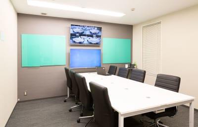 ❸会議に集中できるお部屋 - TGIマーケティング グループインタビュールーム赤坂Aの室内の写真