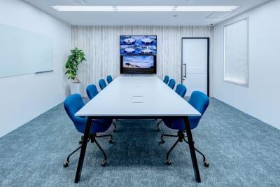 ❸会議に集中できるお部屋 - TGIマーケティング グループインタビュールーム赤坂Bの室内の写真