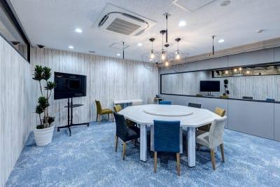 ❶防音設備で撮影向きのお部屋(調光可能) - TGIマーケティング グループインタビュールーム赤坂Bの室内の写真