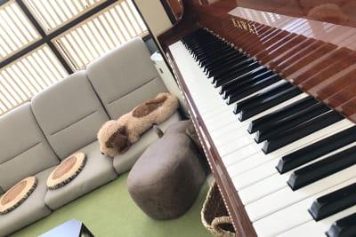 ピアノ - ペチャ*クチャハウス リビングの設備の写真