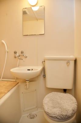 3点ユニットですがお手洗いもあります。シャワーはお使いになれません。 - mamespaceの室内の写真