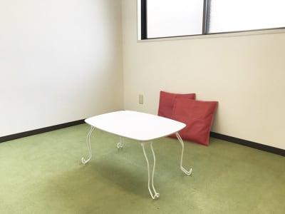 【ピアノ完備】下北ざわ防音部屋。 録音ブース付レンタルスペースの室内の写真