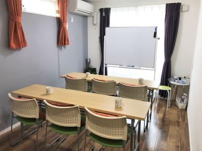 セミナー形式です。 - 貸会議室アクア大宮高鼻 お部屋貸し切り201号室の室内の写真