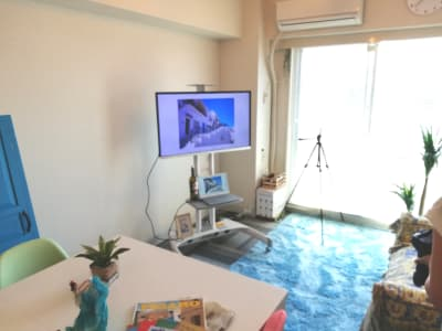 足元のラグーはコバルトブルー色。 - 高田馬場スペース アンダルシア会議室の室内の写真