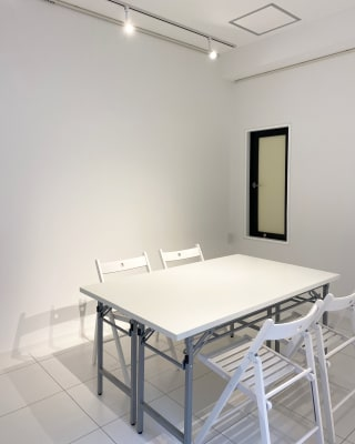 space R 展示会、会議室の設備の写真