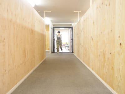 レンタルスペースまでの通路 - ONVO STUDIO INA レンタルスタジオの室内の写真