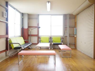 開放的な共用スペースのラウンジ!! - ONVO STUDIO INA レンタルスタジオの設備の写真