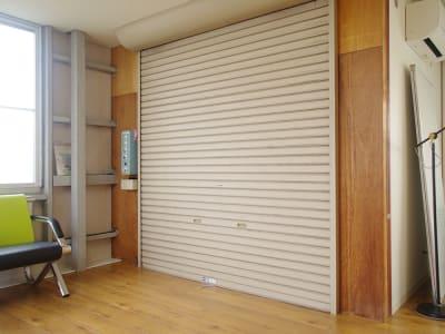 業務用エレベーターH2200×W1940×D1520㎜(積込み可能サイズ1480 - ONVO STUDIO INA レンタルスタジオの設備の写真