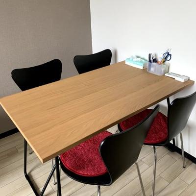 4人掛けテーブル - まちの会議室★東中野 施術ベッドのあるお部屋<モカ>の室内の写真
