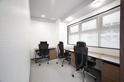 窓有タイプのお部屋です。 窓の有無は選択できません。 - ビステーション新横浜 個室ドロップイン 3名部屋の室内の写真