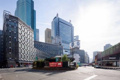 新橋駅すぐの新橋駅前ビル1号館6階にあります。 - ビステーション新橋 カンファレンスルームAの外観の写真
