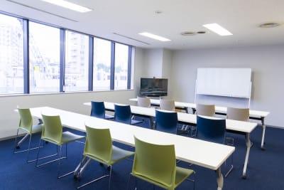 セミナーレイアウト縦 - 南麻布 会議室 レンタルスペース 南麻布 会議室の室内の写真
