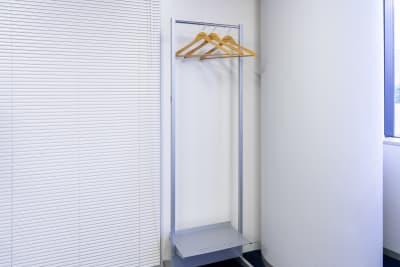 ハンガーラック - 南麻布 会議室 レンタルスペース 南麻布 会議室の設備の写真
