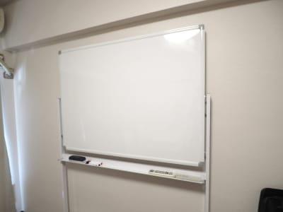ホワイトボード - レンタルスペースあられ 貸会議室 レンタルスペースの設備の写真