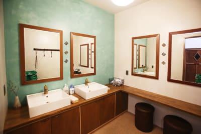 1階洗面スペース - 泊まれる純喫茶 ヒトヤ堂 期間限定の撮影スタジオの室内の写真