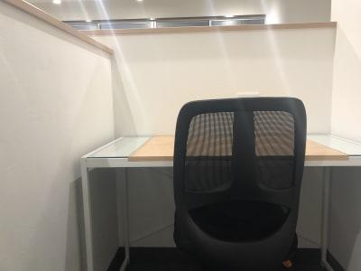 コワーキングスペース和と匠の時 ブース席(半個室タイプ)の室内の写真