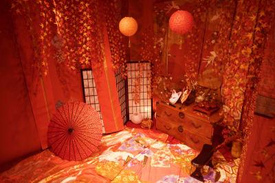紅葉の間 - 変身写真館 彩華 桜・紅葉・藤の間のどれか一室の室内の写真
