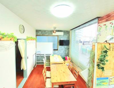 メインのリビングスペース - CraftersField 多目的レンタルスペースの室内の写真