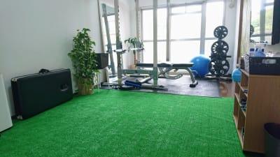 スペース全体図 - レンタルジム レ・ムーブ 福岡最安級レンタルジムの室内の写真