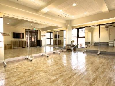 ミラー連結配置例 - スタジオプシュケ南林間店 レンタルスタジオの室内の写真