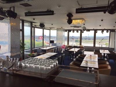 テーブル配置自由 - Sky Birthday パーティールームの室内の写真