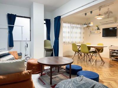 間仕切りカーテンでプロジェクターを快適に使えます。  - The Room the room 605の室内の写真