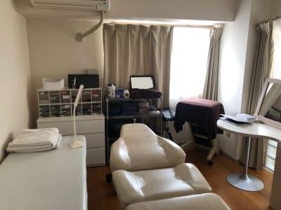 エステ用の施術台があります - シティーコート目黒 サロンスペース 2*511の室内の写真