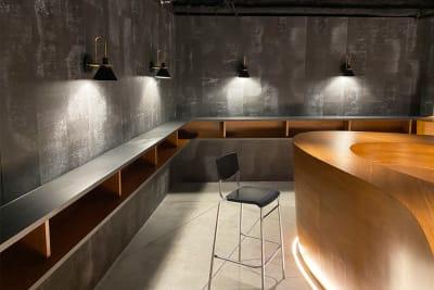 上質な空間で休憩できます。 - MURA BAR ワークスペースカフェ 1人席の室内の写真