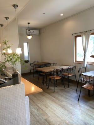 カフェスペース -  Roomer 作品展、教室、キッチン付女子会の室内の写真