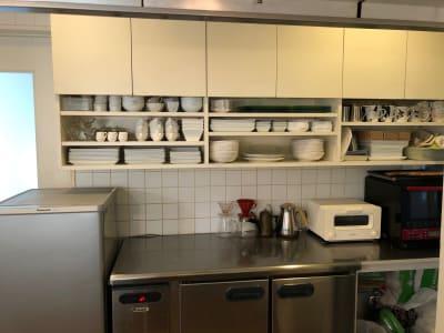 キッチンレンタル(冷蔵庫、レンジ、トースター、食器類、他) -  Roomer 作品展、教室、キッチン付女子会の設備の写真