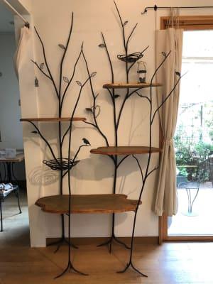 ギャラリー(アイアント流木風棚板付きの飾り棚) -  Roomer 作品展、教室、キッチン付女子会の設備の写真