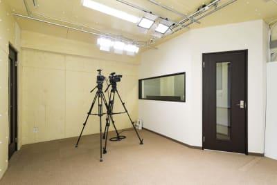 防音施工しておりますので、同録も可能です。 - E.TEACH STUDIO 撮影スタジオの室内の写真