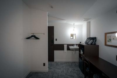 鍵のかかる個室です。 - HOTEL TRIM 金沢駅3分のデイユース個室!の室内の写真