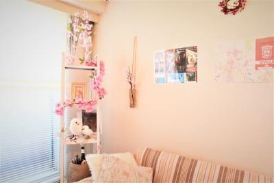 ゆったりと落ち着くスペースに春のデコレーション。癒されます!  - 高田馬場スペース アンダルシア会議室の室内の写真
