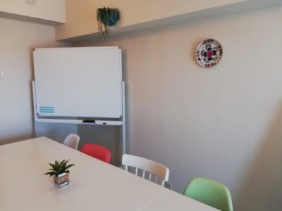 高田馬場スペース アンダルシア会議室の室内の写真