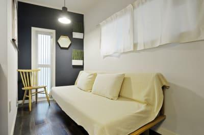 ソファ1 - 撮影や女子会にキッチン付き戸建 西中島コンフォートハウスの室内の写真