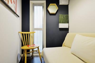 ソファ2 - 撮影や女子会にキッチン付き戸建 西中島コンフォートハウスの室内の写真